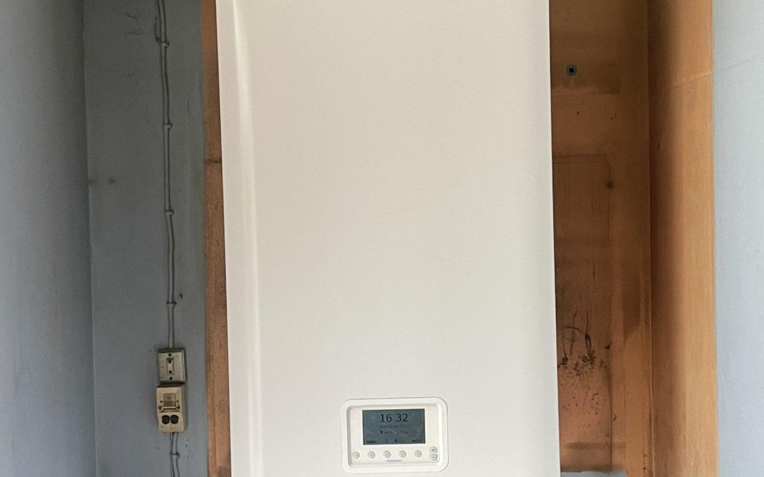 Installation a montevrain d'une chaudière frisquet hydromotrix 25 kw mixte a condensation.