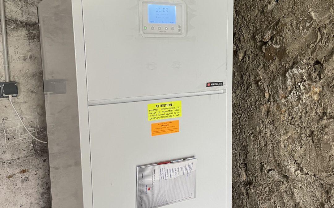 Installation a montevrain d'une chaudière frisquet prestige 20 kw condensation avec ballon inox de 80 litres intégré.
